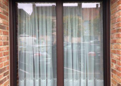 Fenêtre en aluminium marron 1 vantail oscillo-battant avec meneau central – RUE ( 80)
