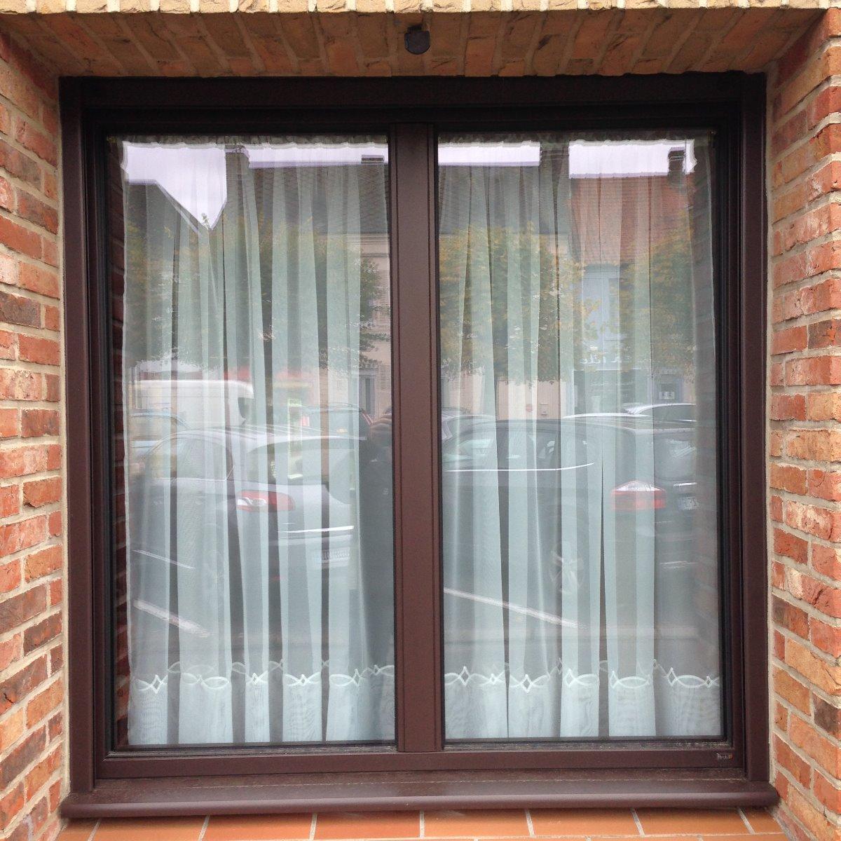 Fenêtre en aluminium marron 1 vantail oscillo-battant avec meneau central - RUE ( 80)