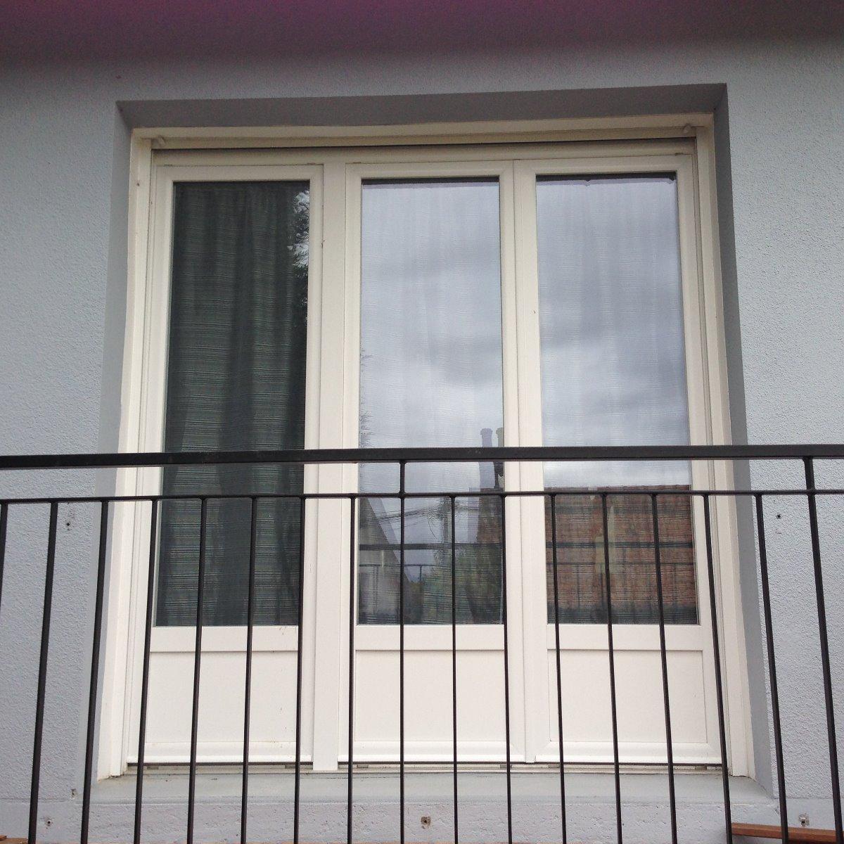 Photo Porte fenêtre 3 vantaux en PVC blanc - Rue ( 80120 )
