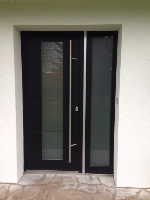 Photo Porte d'entrée composite tierce avec barre de tirage inox