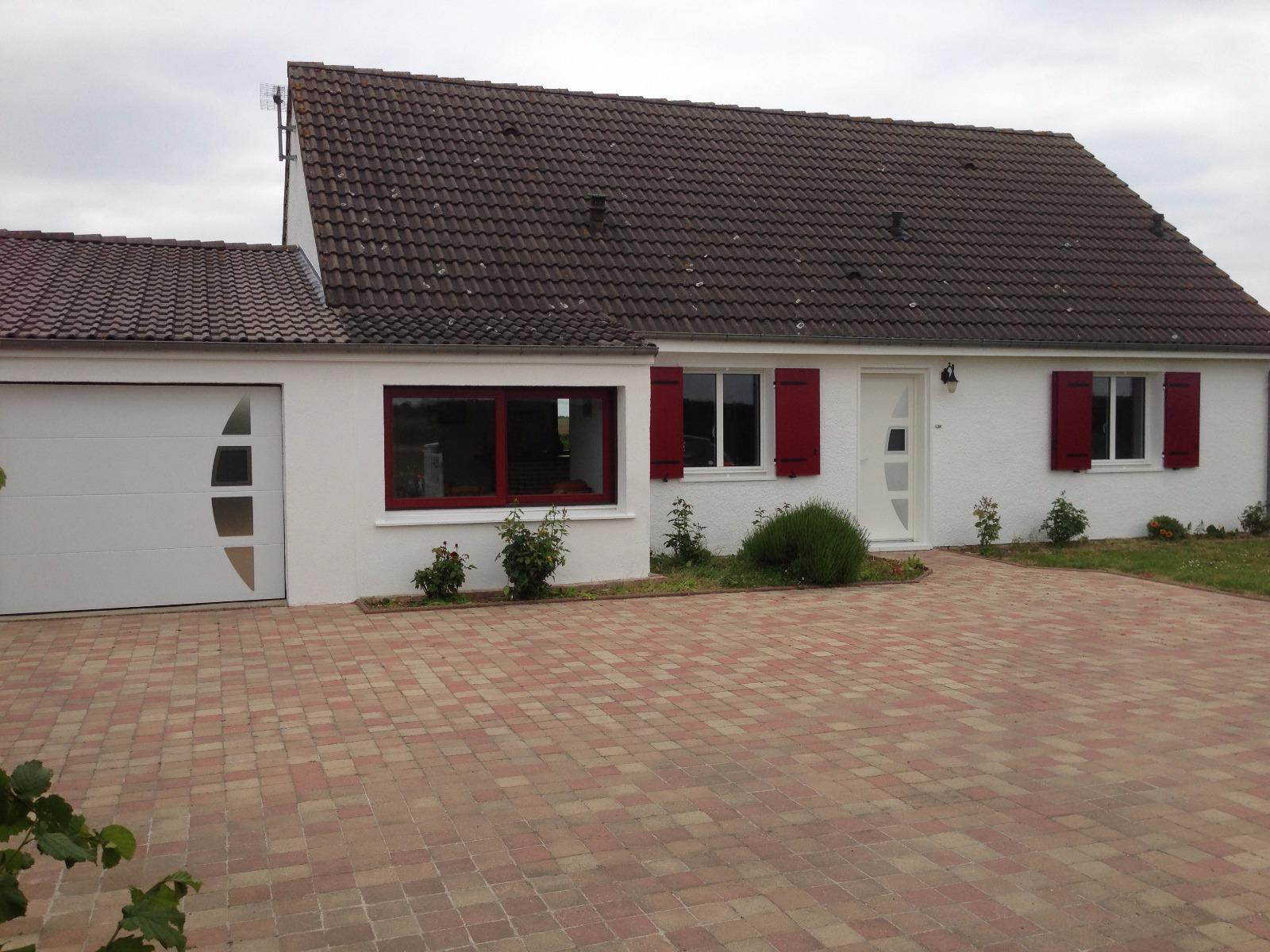 Porte d'entrée et porte de garage assorties avec insert inox - RUE (80)