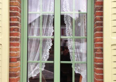 Fenêtre en aluminium 1 vantail avec meneau et petits bois intégrés-RUE  – 80