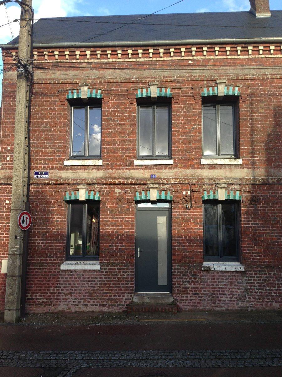 Fenêtre et porte en aluminium RAL 7016 - RUE - 80