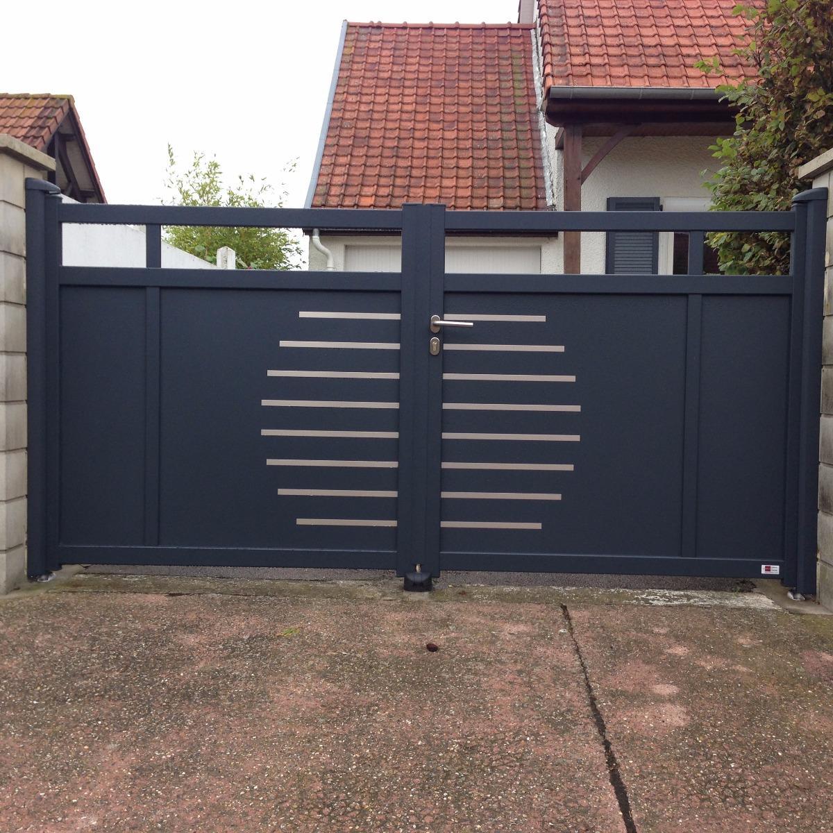 Portail en aluminium 2 vantaux, gris anthracite, avec inserts inox - RUE - 80