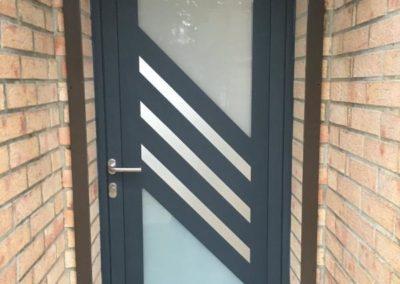 Porte d'entrée en aluminium avec mixe vitrage et insert inox – VRON – 80