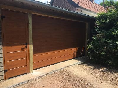 Porte de garage sectionnelle motorisée avec portillon assorti - RUE - 80