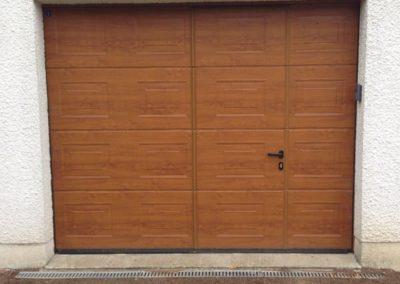 Porte de garage sectionnelle motorisée avec portillon intégré – RUE – 80
