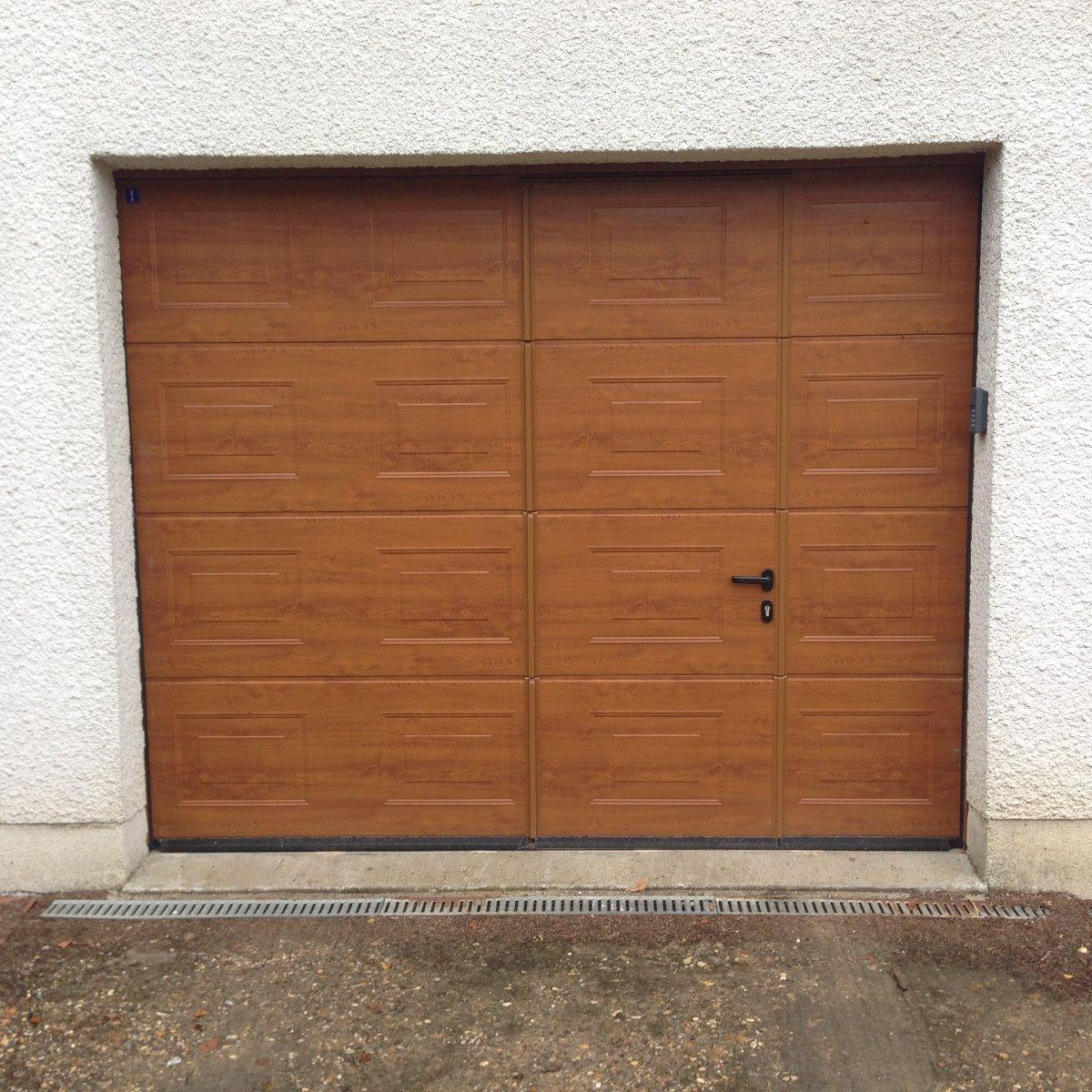 Porte de garage sectionnelle motorisée avec portillon intégré - RUE - 80