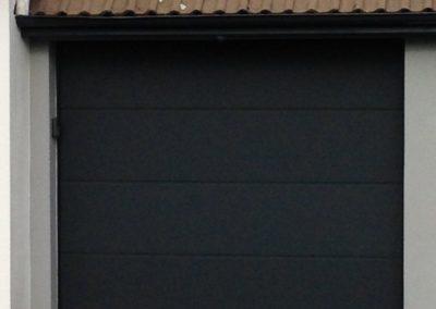 Porte de garage sectionnelle motorisée avec clavier à code – RUE – 80