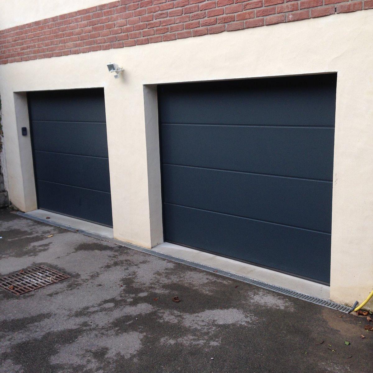 Portes de garage sectionnelles motorisées a panneau lisse avec clavier à code - RUE - 80