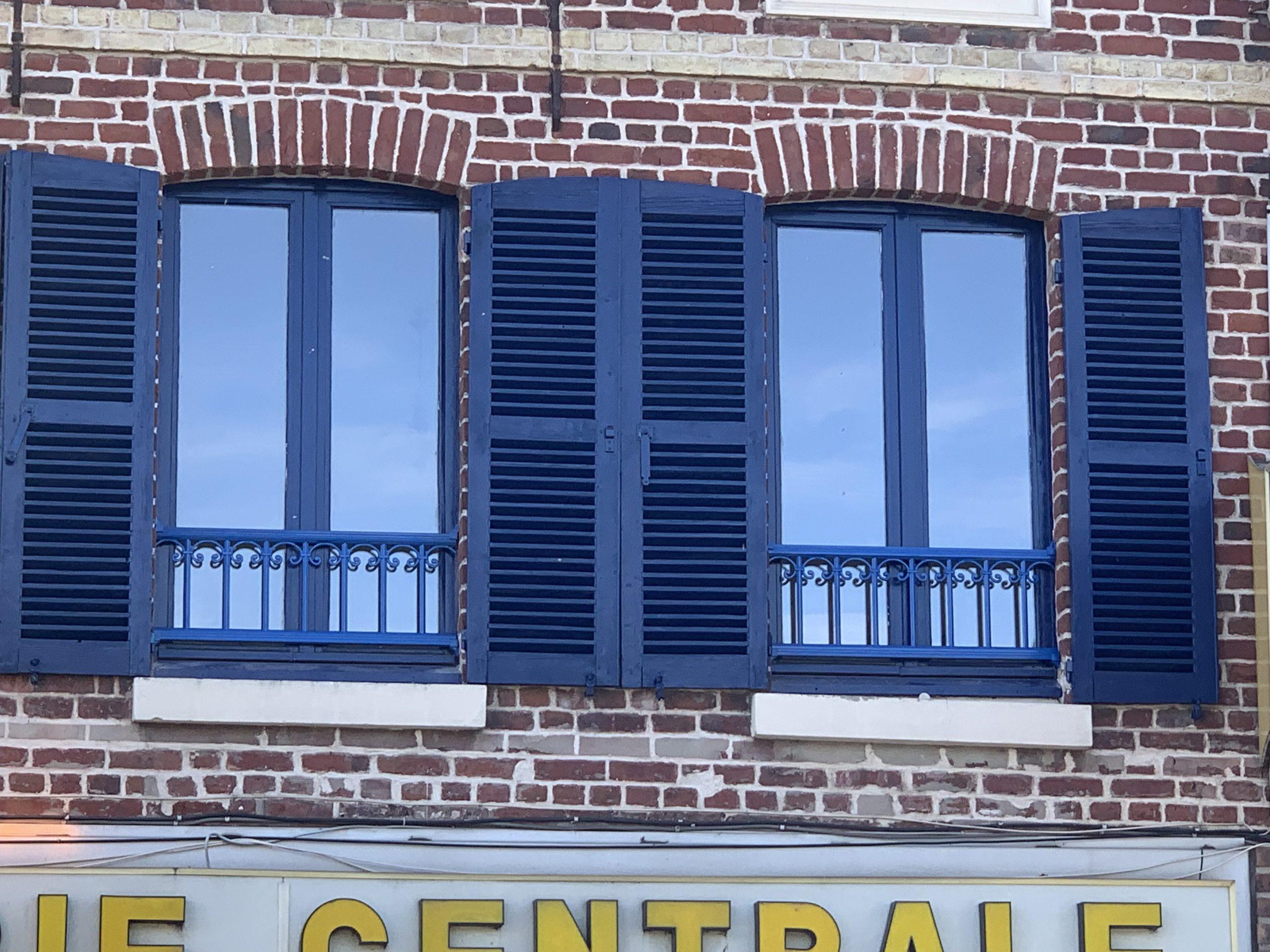 Garde corps aluminium, couleur assortie aux fenêtres et volets existants - RUE - 80